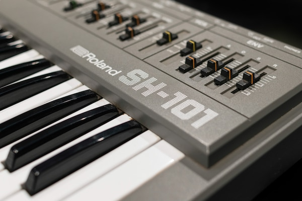 Instrumental Instruments: Roland SH-101 | Red Bull Music